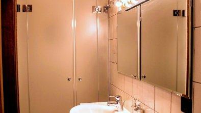 Badezimmer mit Dusche, © Barbara Kindl