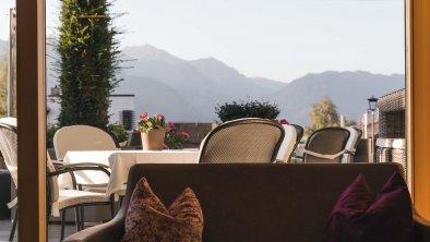 bergblick_fiss_hotel_terrasse_2020_5156