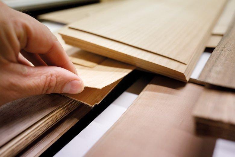 Die Oberfläche der Ski kann aus jeder Holzart bestehen – von Bambus bis Kirsche.