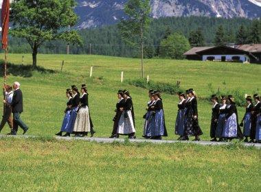 Fronleichnam Prozession Going am Wilden Kaiser_ (c) Tirol Werbung_Ludwig Mallaun