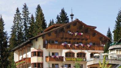 Hotel Almhof**** Hochfügen - Sommeransicht