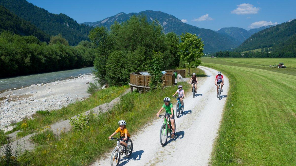 Radfahren entlang des Flusserlebniswegs Großache, © Franz Gerdl
