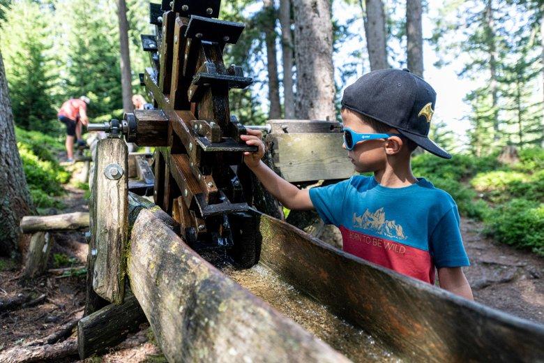 Wasserrinnen, Mühlen und Staudämmezum Selber Bauen. , © Muttereralm Bergbahnen