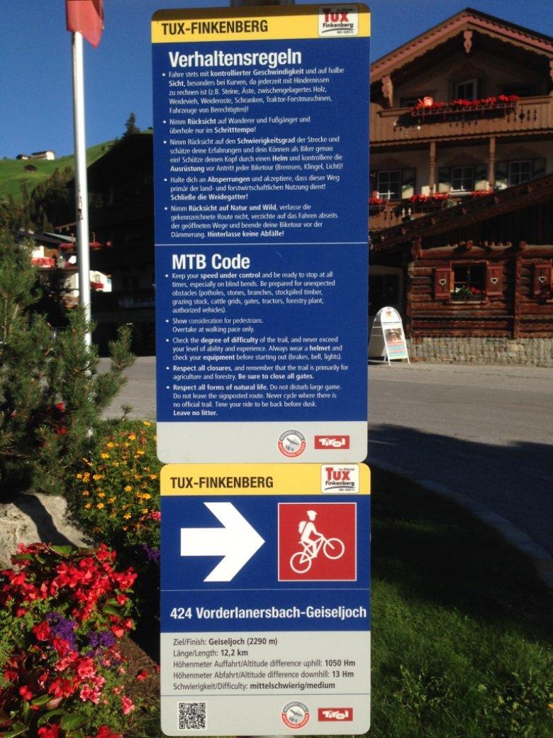 Beschilderung und Startpunkt der Route aufs Geiseljoch in Vorderlanersbach