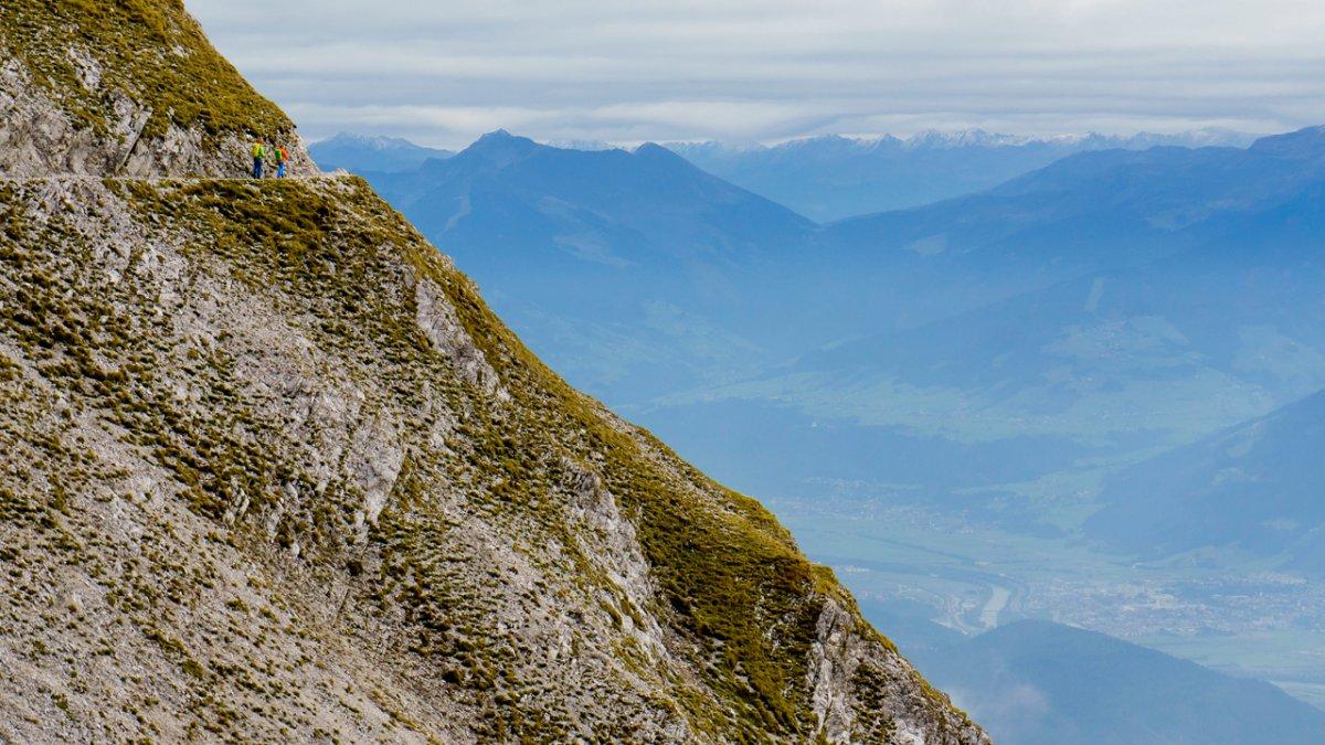 Adlerweg: Goetheweg hoch über dem Inntal, © Tirol Werbung