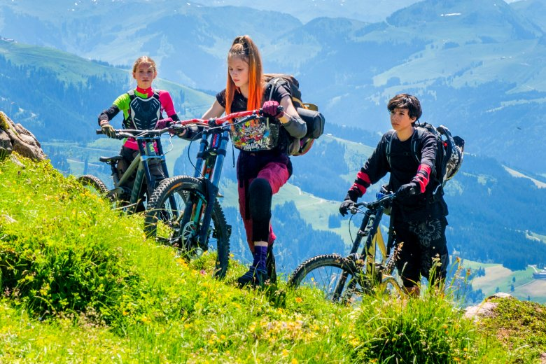 Für einige Berg- und Bikeszenen wechselte das Filmteam dann von Serfaus-Fiss-Ladis nach Kitzbühel. , © Dor Film Gruppe, Stefanie Leo