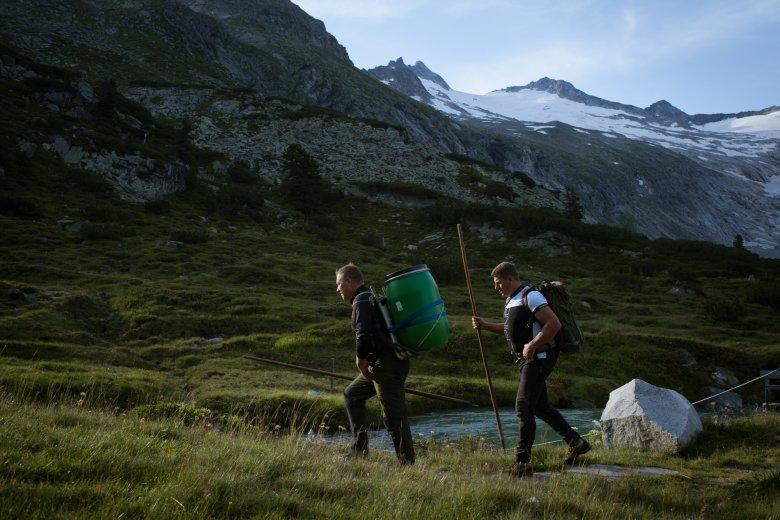 Oesterreich Austria, Tirol Tyrol, alpine chalet cottage, Zillertal, Berliner Huette 07/2016