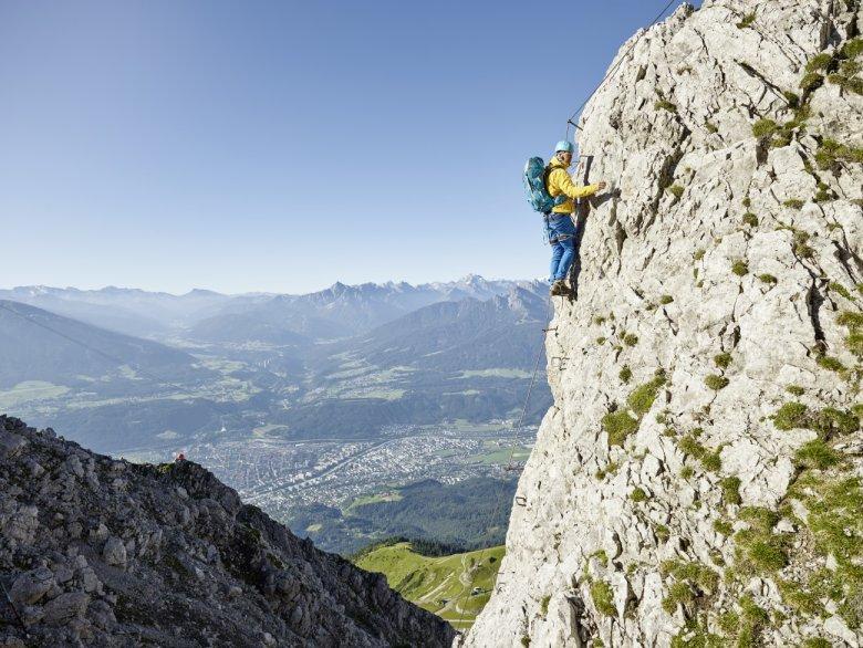 Aussicht über die Landeshauptstadt am Innsbrucker Klettersteig. (Foto: TVB Innsbruck, Christian Vorhofer)