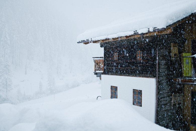 Tief eingeschneit im Osttiroler Villgratental.