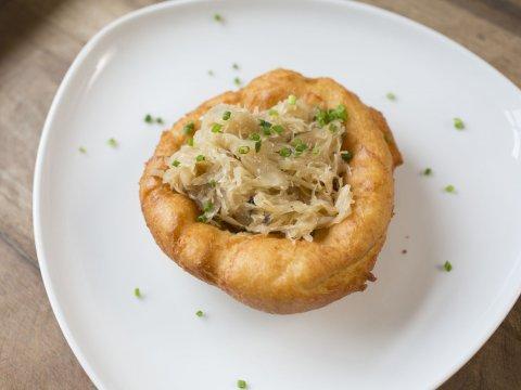 Tiroler Kiachl mit Sauerkraut