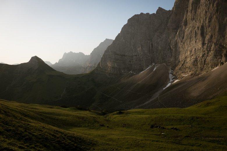 Die berühmt-berüchtigten Laliderer Wände waren lange Zeit bei Kletterern sehr beliebt, heute kommen viele Mountainbiker – und neuerdings immer mehr E-Biker.