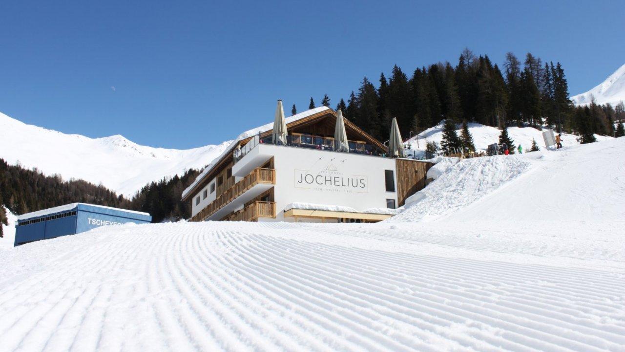 Berghotel Jochelius mitten im Skigebiet Nauders, © Berghotel Jochelius