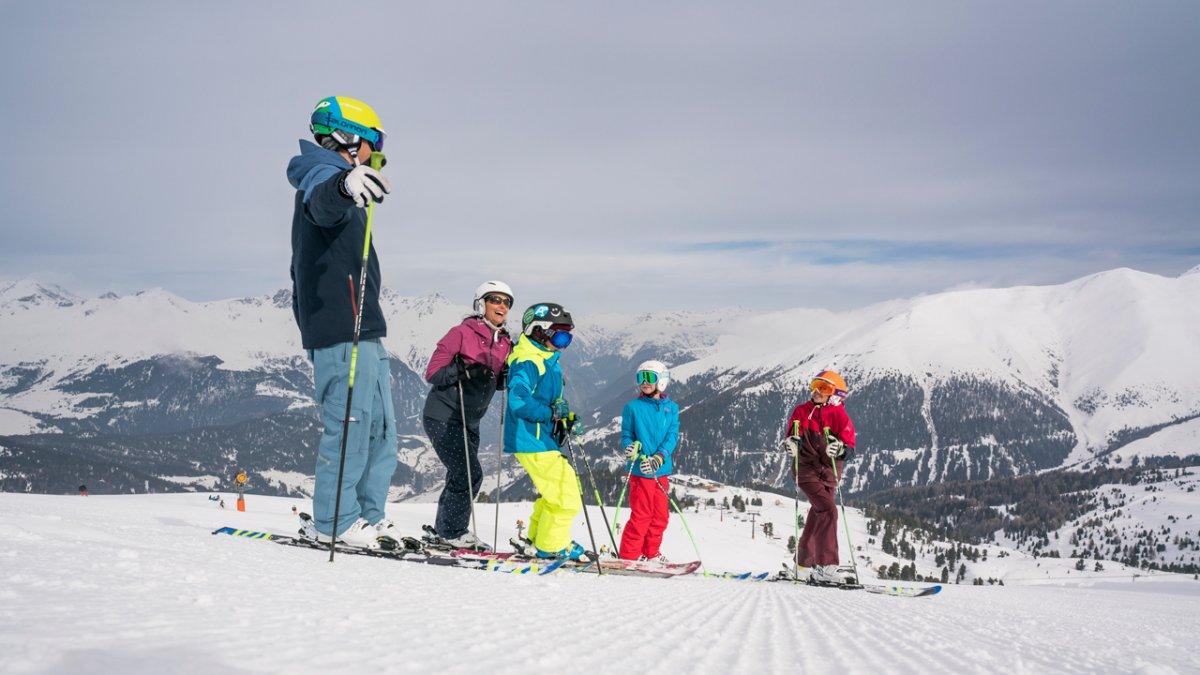 Skifahren mit Kindern im Familienskigebiet Nauders, © Nauderer Bergbahnen