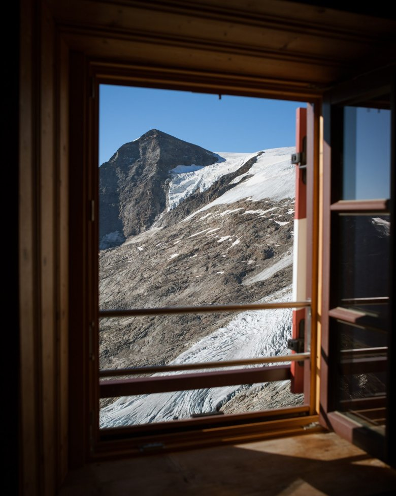 Oesterreich Austria, Tirol Tyrol, Osttirol, Nationalpark Hohe Tauern, Venedigergruppe, Grossvenediger, Neue Prager Huette; Berghuette; alpine chalet cottage, mountain hut 08/2016