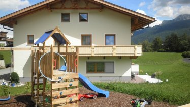 Haus mit Spielplatz