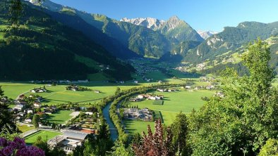 Blick vom Neurauthof nach Mayrhofen