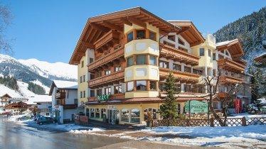 Hotel Pinzger Winteransicht