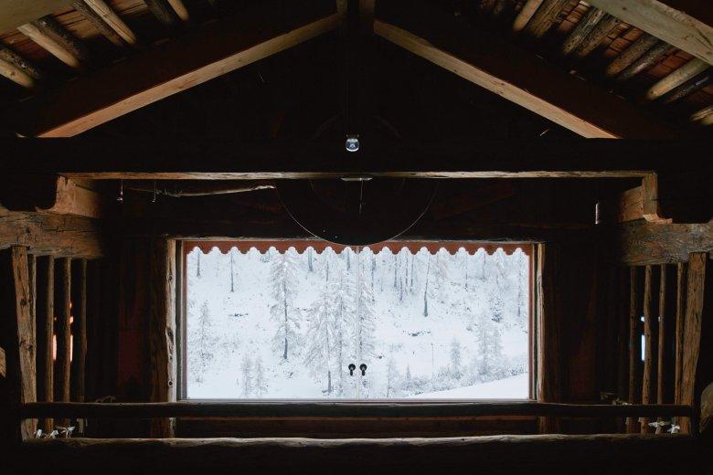 Es einfach mal bei dem Blick aus dem Fenster belassen. Im gemütlichen Giatla Haus ganz einfach.