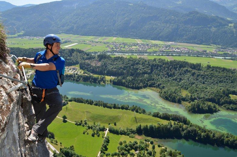 Tiefblick aus dem Reintalersee Klettersteig auf den See. Foto: Alpbachtal Tourismus / Gabriele Grießenböck