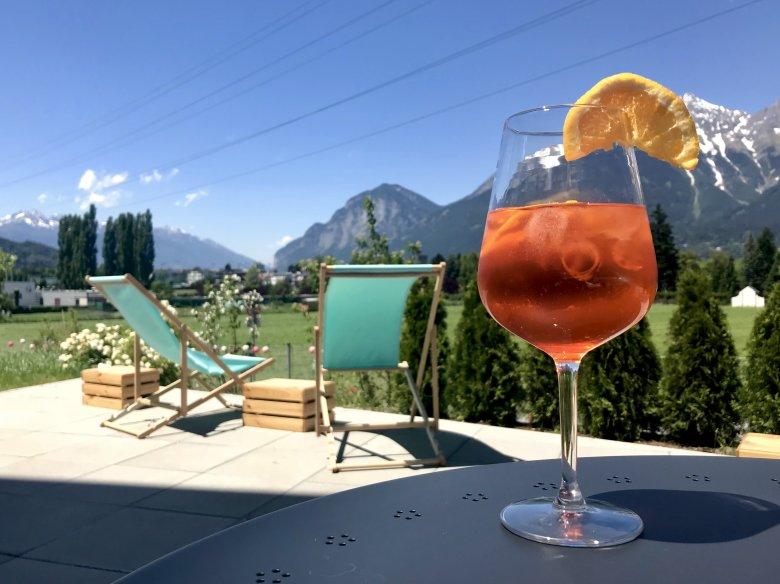 Und bietet eine tolle Aussicht auf die Berge. , © Hostel Marmota Innsbruck