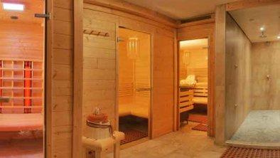 Wellnessbereich, © ...zur Erholung und Entspannung... * Finnische Sauna * Biosauna mit Sternenhimmel * Infrarot mit Farblichttherapie * Erlebnisduschen