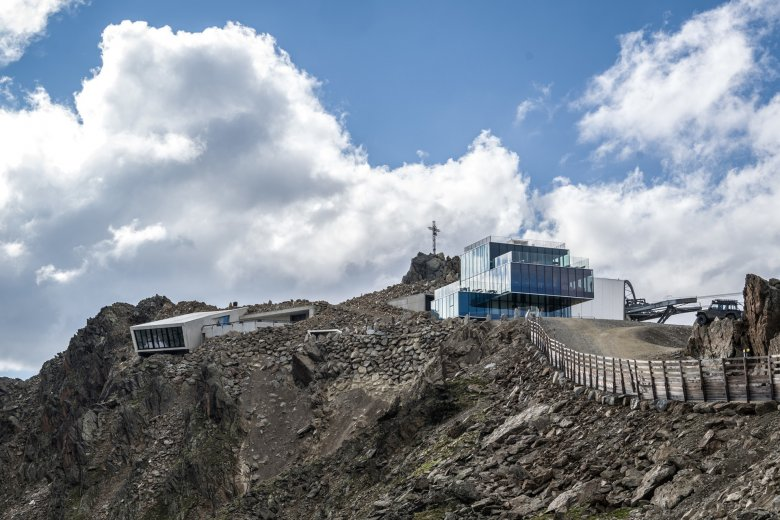 """Das Restaurant """"ice Q"""" am Gaislachkogel war in """"Spectre"""" als Hoffler Klinik zu sehen. Direkt daneben ist nun die weltweit einzigartige James-Bond-Erlebniswelt """"007 Elements"""" entstanden."""