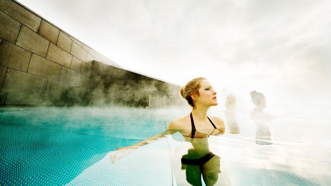 Beheizter Pool des Hotel Schwarzbrunn in Stans, © Hotel Schwarzbrunn