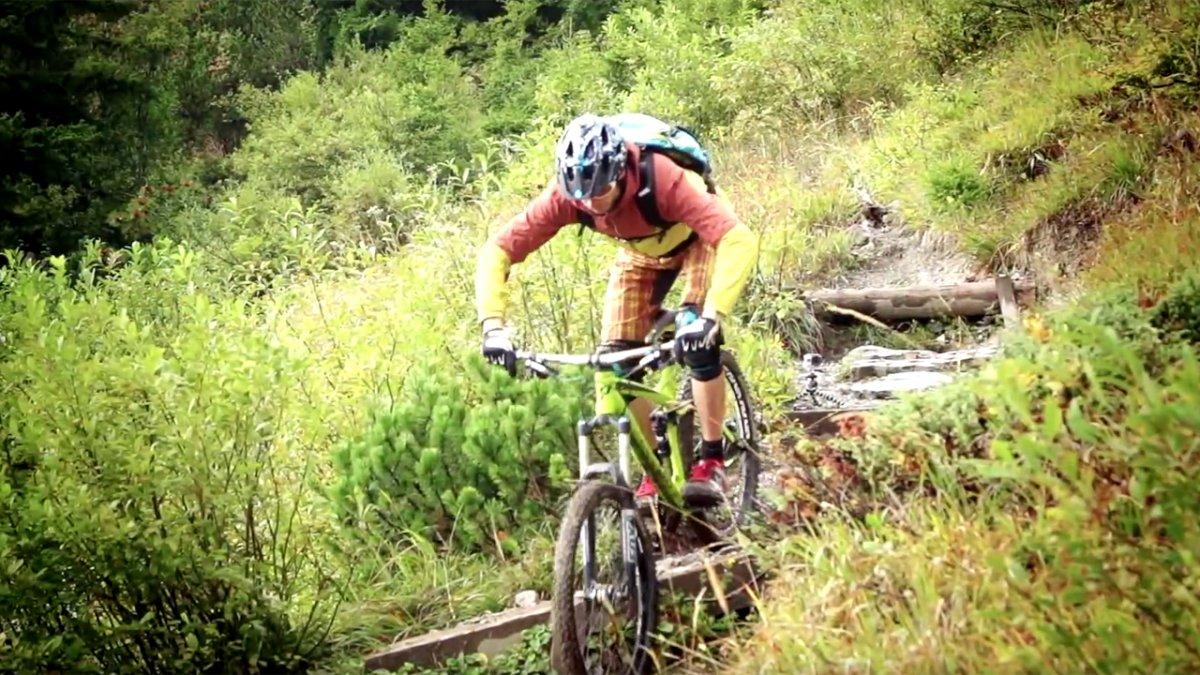 MTB Fahrtechnik Training (7): Mountainbike Bergab Steilstufen