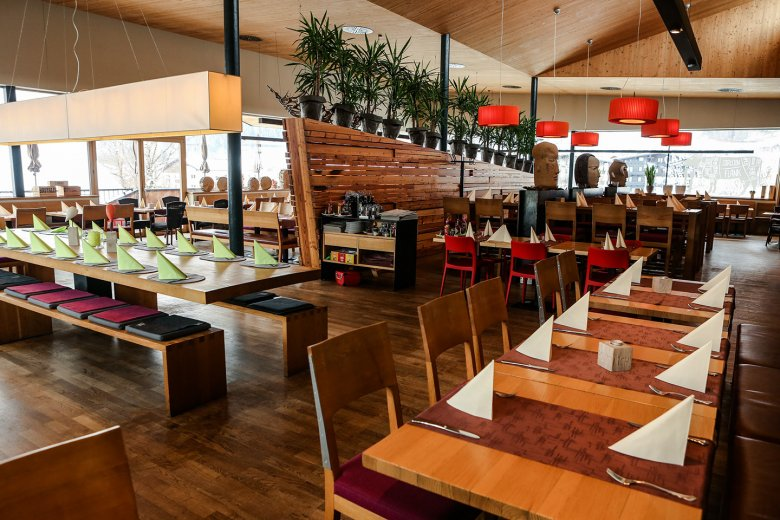 Gross, hell luftig -die Atmosphäre ist trotz Sachlichkeit sehr angenehm im Restaurant Auf der Mühle.