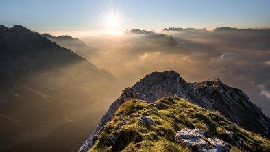Sonnenaufgang über den Bergen in Leutasch, © Olympiaregion Seefeld, Mathäus Gartner