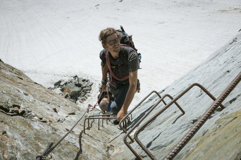 Diese Eisentritte hat Matthias eigenhändig im Fels verankert.