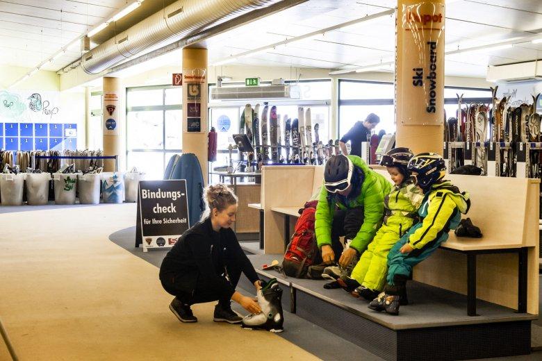 Take Off – Snow & Fun Center Skiverleih in Serfaus.