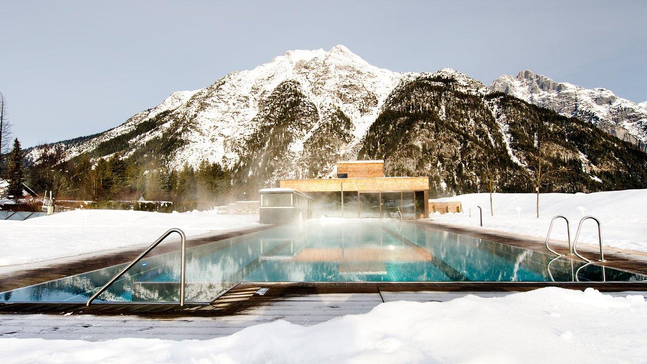 Beheizter Pool des Hotels Quellenhof, © Hotel Quellenhof