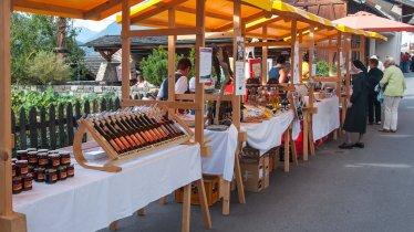 Bauernmarkt in Stanz bei Landeck, © Archiv TirolWest/Carmen Haid
