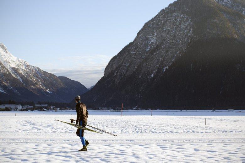 Zum Autor: Jan Kirsten Biener, 39, fährt seit seiner Jugend Ski und Snowboard, ist heute begeisterter Skitourengeher und Rennradfahrer, stand jedoch noch nie auf Skating-Langlaufski – bis zu diesem Selbstversuch.