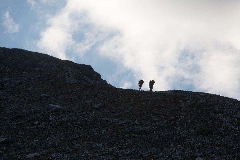 Jeder trägt seine eigene Last: auf den letzten Metern hinauf zur Kaunergrathütte.