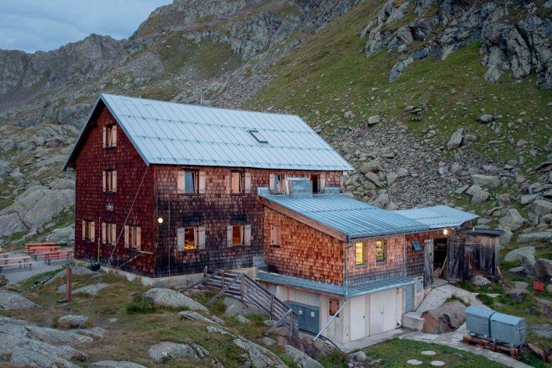 Die Bremer Hütte in der Dämmerung.