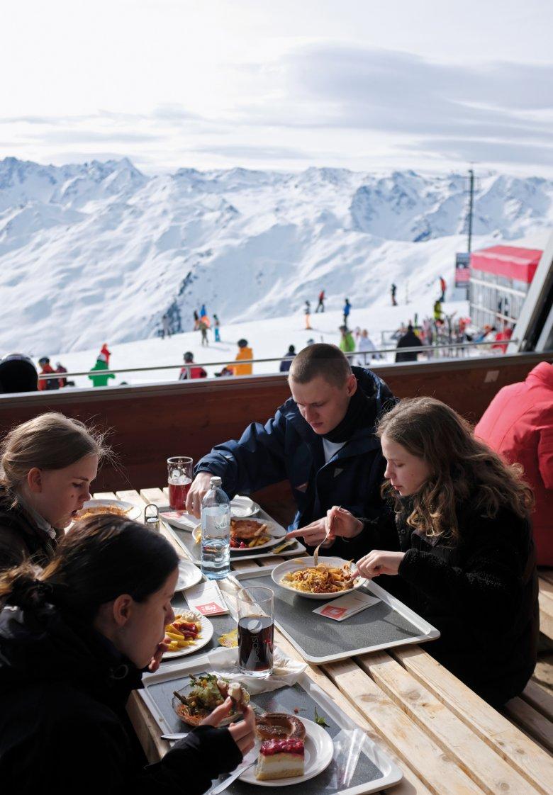 Panorama-Jause: Kalorien sind für die vier wichtiger als der Ausblick.