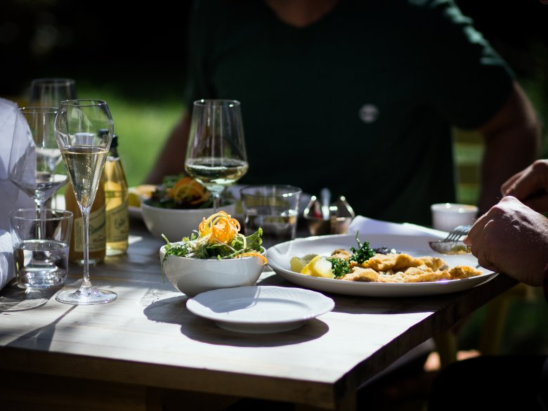 Das Schnitzel ist nachwievor das Signature Dish der Unterwirt-Küche.            , © Tirol Werbung / Nicolas Hafele