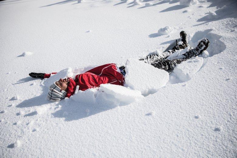 B-Note: Wer macht den schönsten Schneeengel?