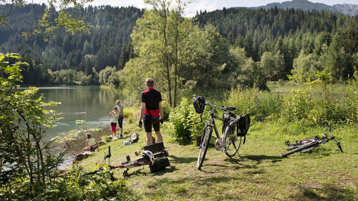 Radfahren entlang des Drauradwegs, © Tirol Werbung/Frank Bauer