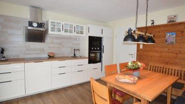 Küche mit Sitzgruppe/Essbereich