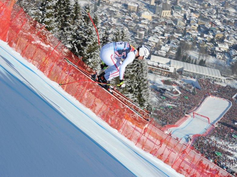 Abfahrer beim Hahnenkammrennen. , © Kitzbüheler Skiclub, Jürgen Klecha