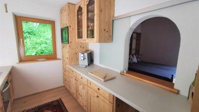 Küche rechts mit Blick ins Wohnzimmer - OG