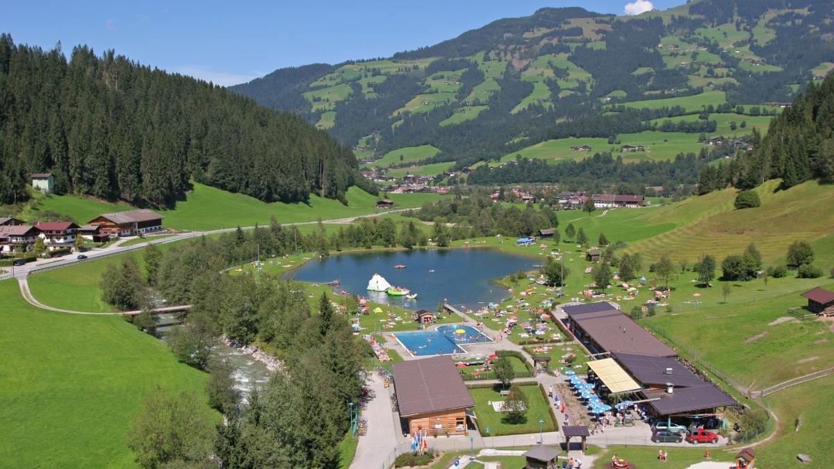 Der Freizeitpark hat natürlich alles zu bieten, was heutigen Vergnügungsbedürfnissen entspricht, darüber hinaus aber auch einen natürlichen Badesee., © Simon Oberleitner