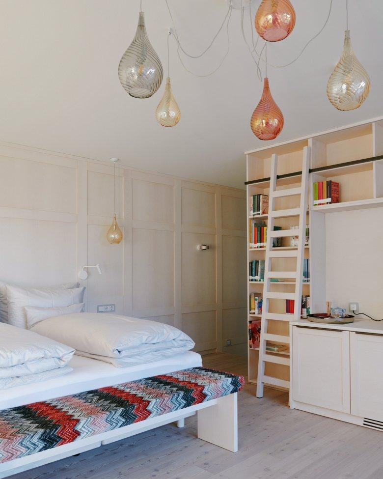 Jedes der 53 Zimmer hat ein literarisches Thema und zwölf passende Bücher im Regal.