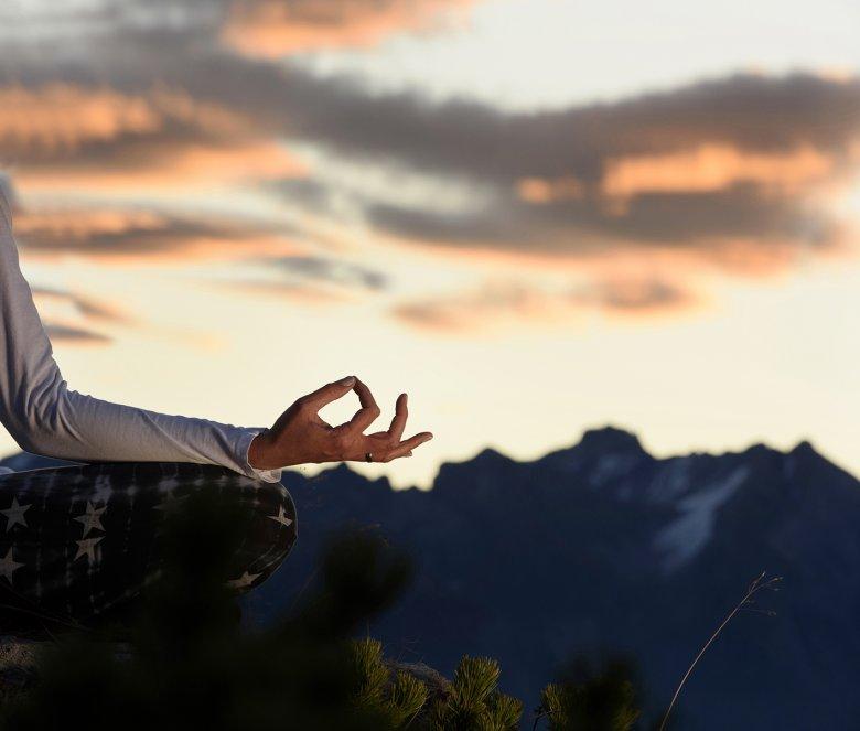 Yoga in den Bergen – eine wohltuende Erfahrung für Körper, Geist und Seele. , © Tourismusverband St. Anton am Arlberg, Patrick Säly