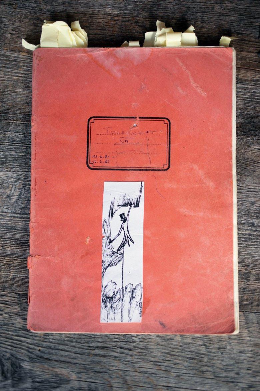 Tourenbuch mit einer Zeichnung von Hannes Schmalzl.