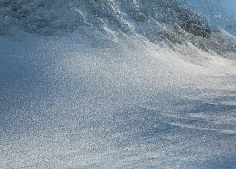 Blick auf den Stubaier Gletscher. Die Spuren stammen von Skifahrern, die abseits der Pisten unterwegs waren. Auch dieses Bild ist mehrfach belichtet.
