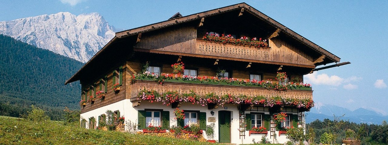 Bergdoktorhaus in Wildermieming im Sommer, © Innsbruck Tourismus